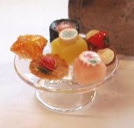 1:24th Scale Cake Stand with Cakes