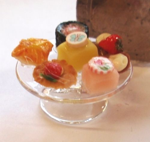 1:24th Scale Glass Cake Stand with Cakes
